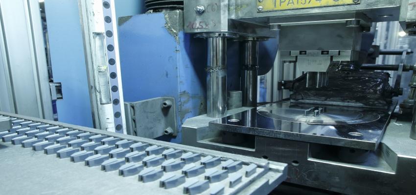 slide-uniaxiales-pressen